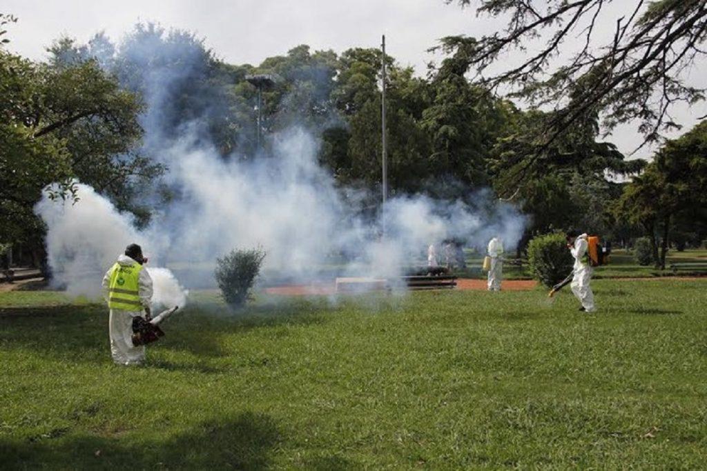 Fumigación contra el mosquito.