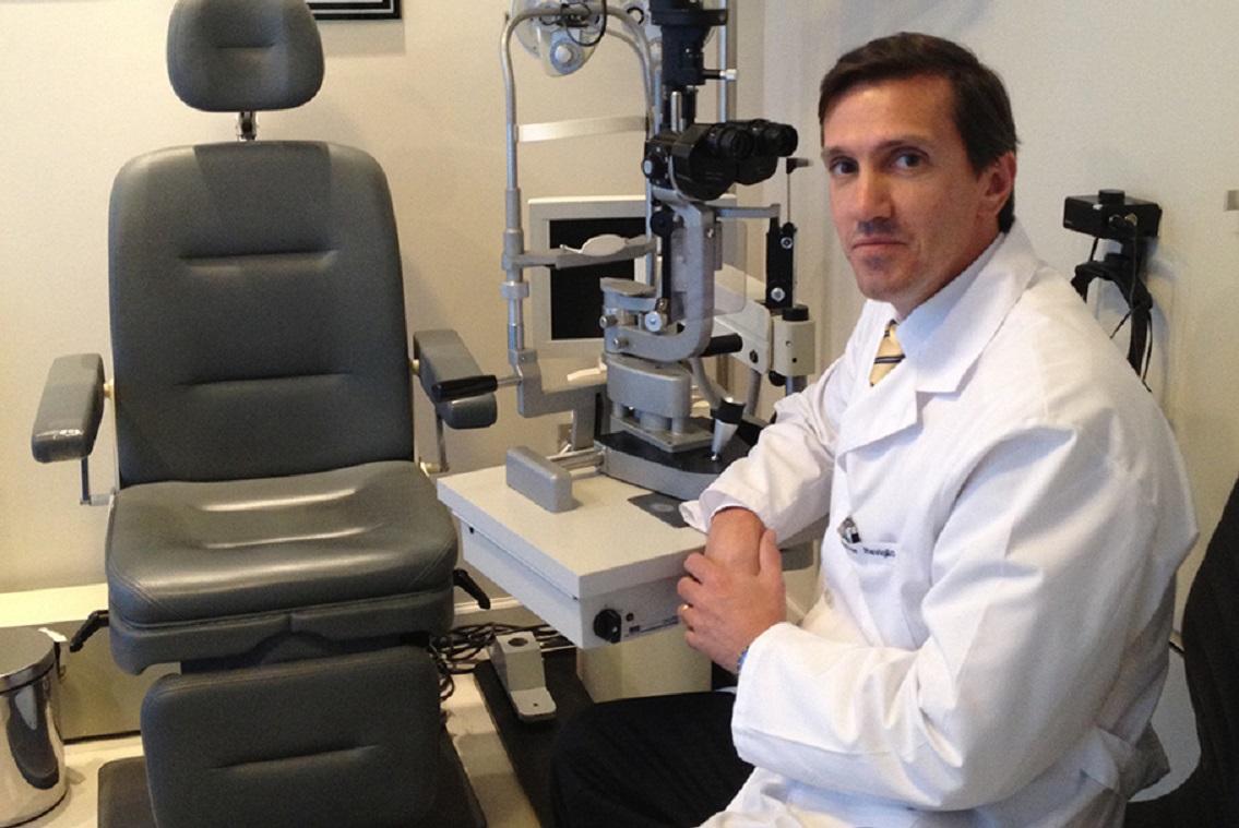 Dr. Víctor Reviglio, profesor e investigador en oftalmología