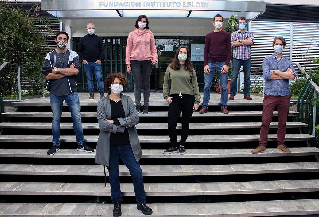 El equipo de investigadores argentinos que desarrolló el primer test serológico local