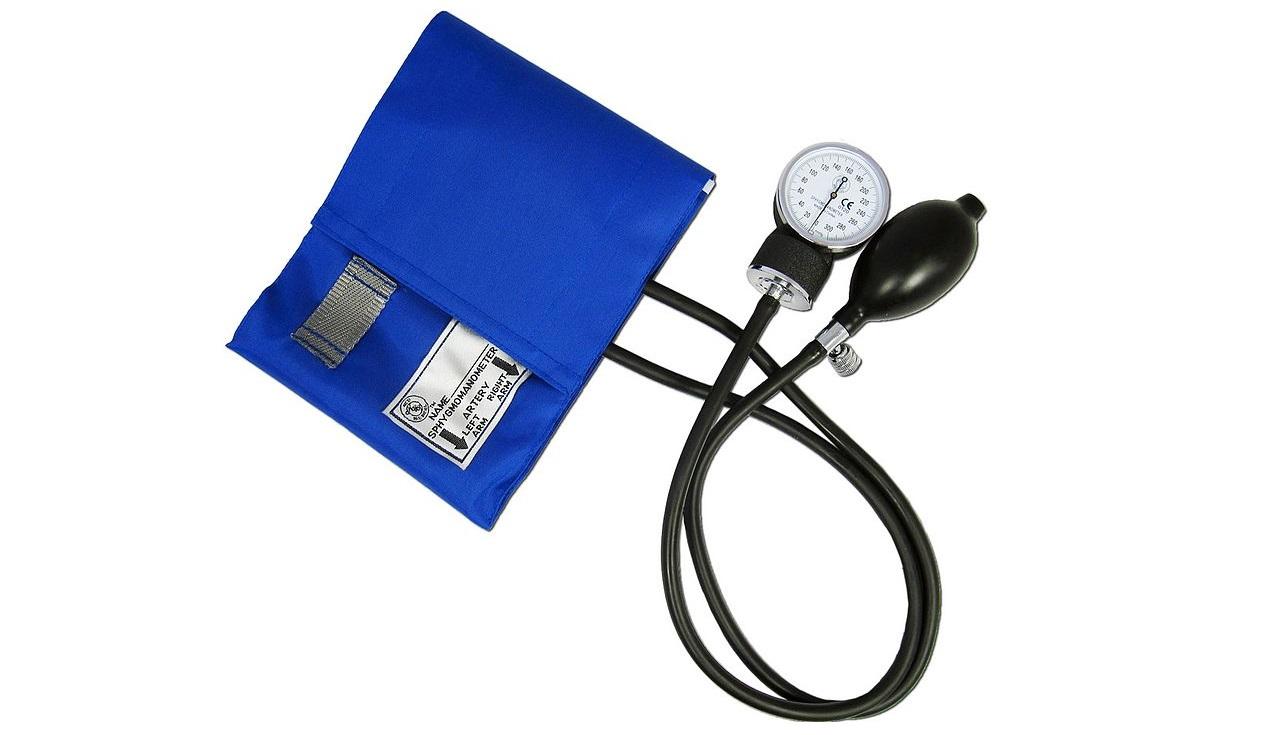 Un tensiómetro par ala hipertensión.