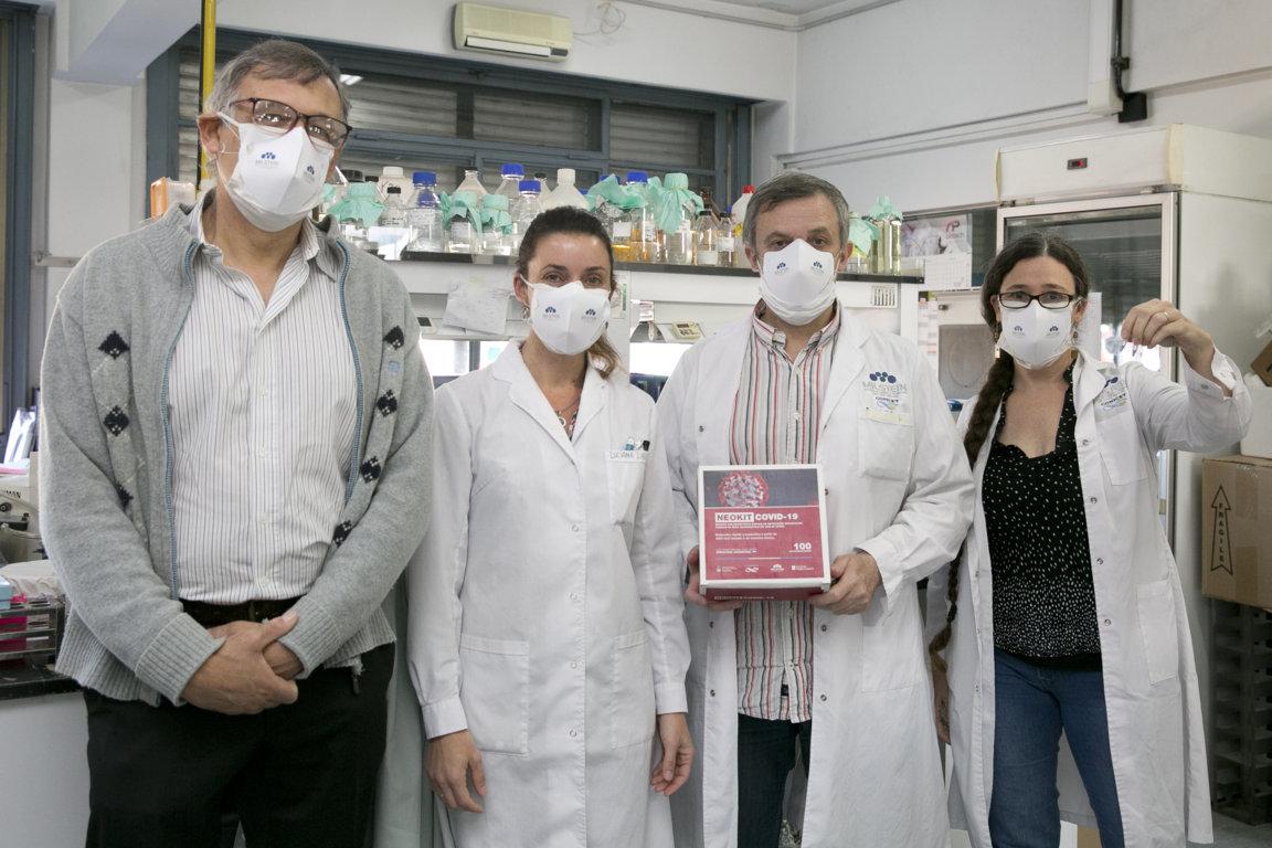 investigadores argentinos en su laboratorio