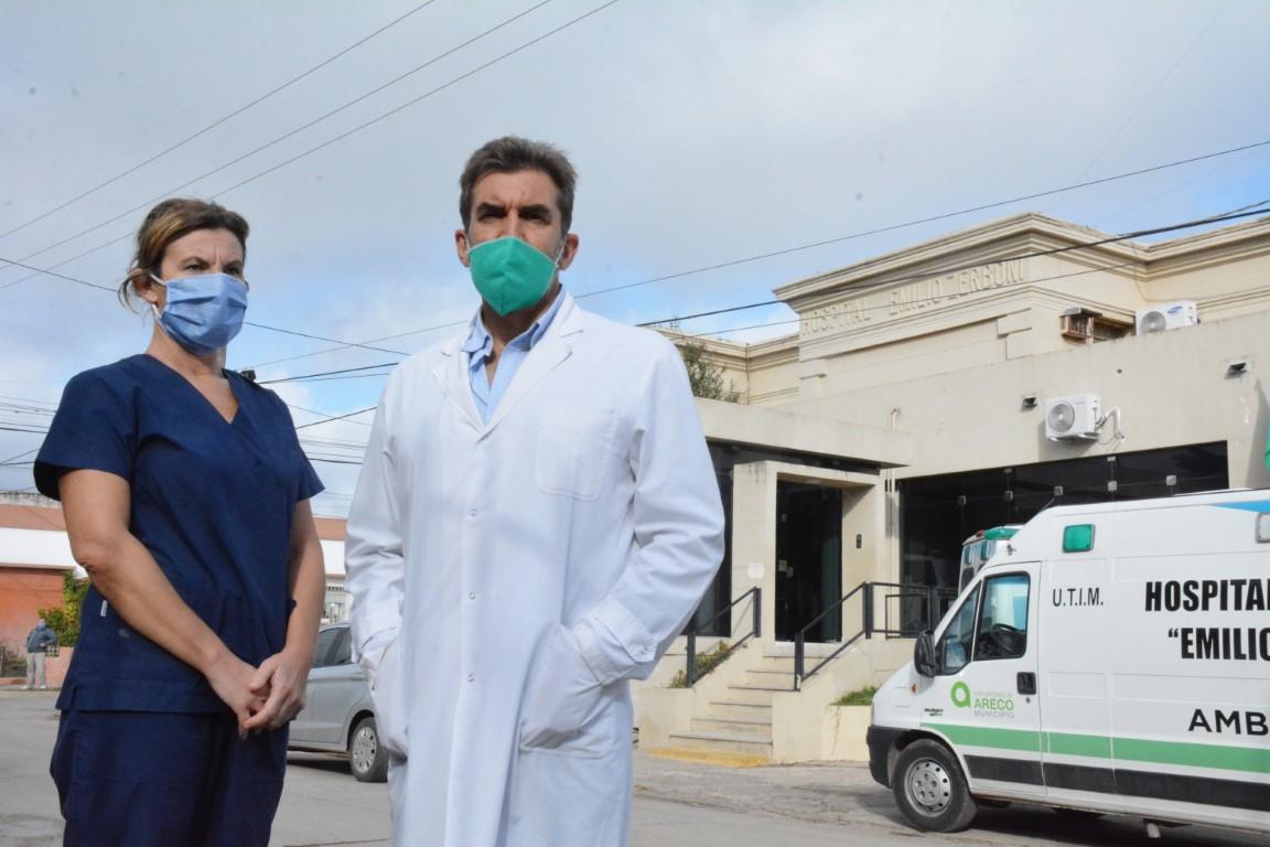 El infectólogo Favio Crudo de la ONG Mundo Sano en el Hospital de San Antonio de Areco.