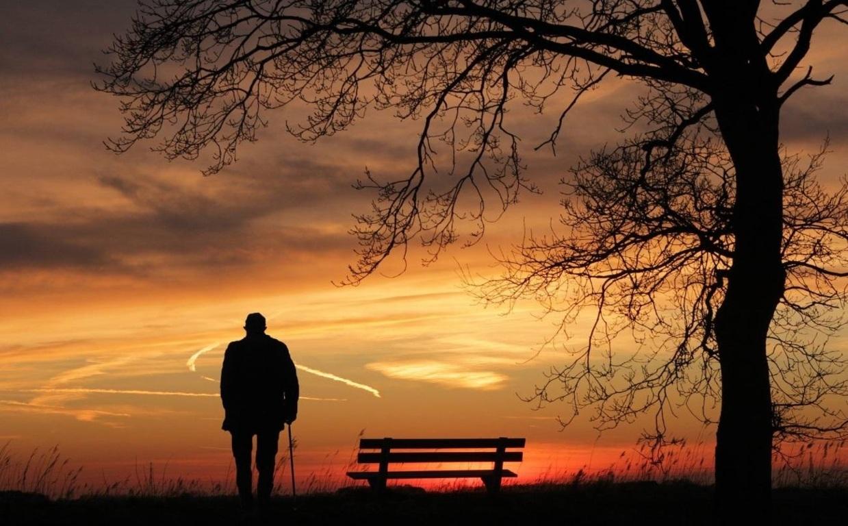 La soledad y el asilamiento social en la población mayor son algunos factores de riesgo de la depresión. / Pixabay.
