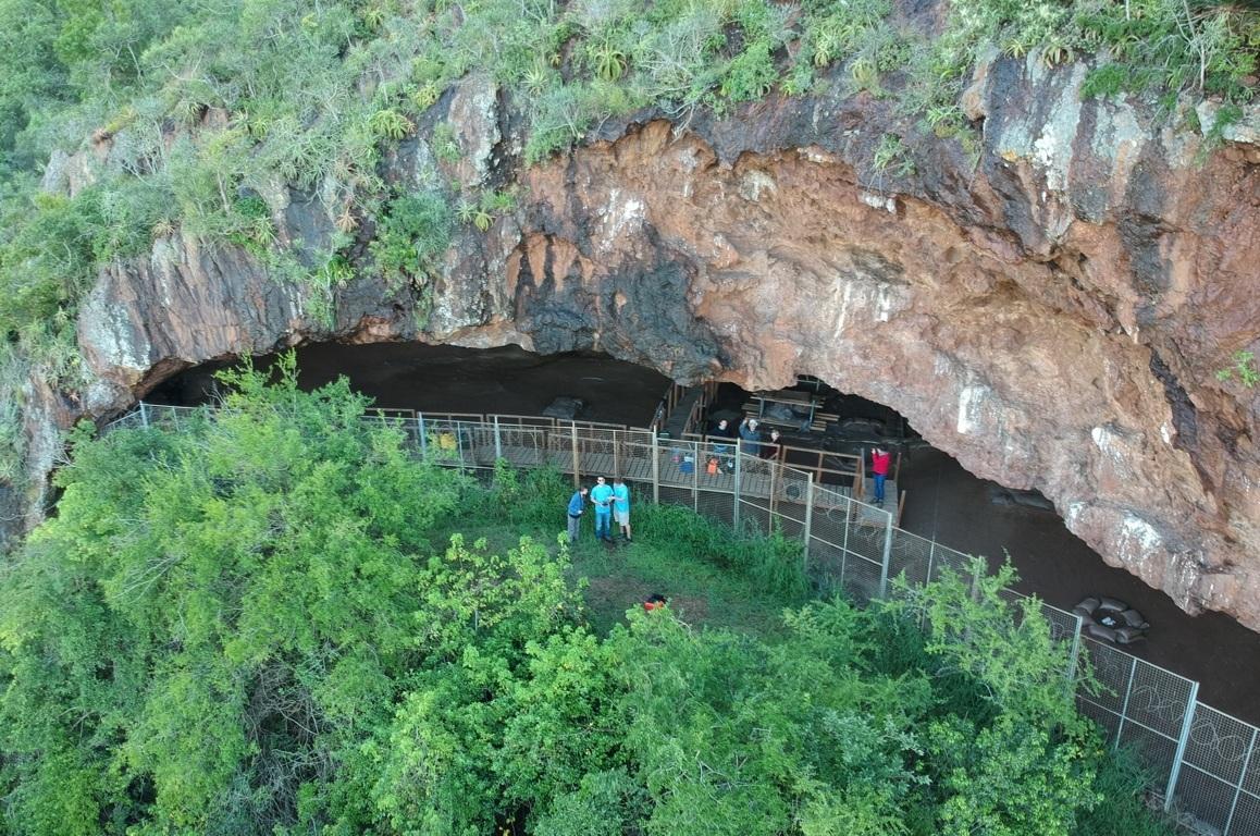 La cueva donde se encontraron restos de las primeras camas.