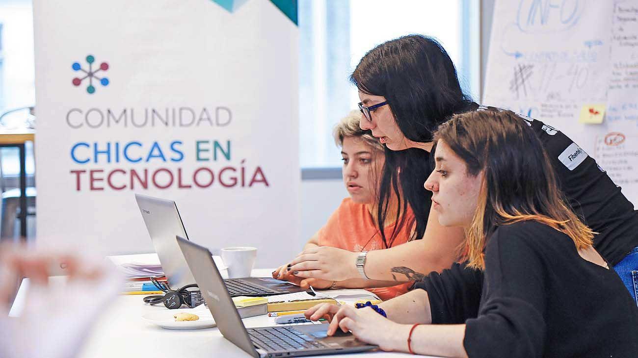 Chicas en tecnología. La ONG premiada por a nivel global.