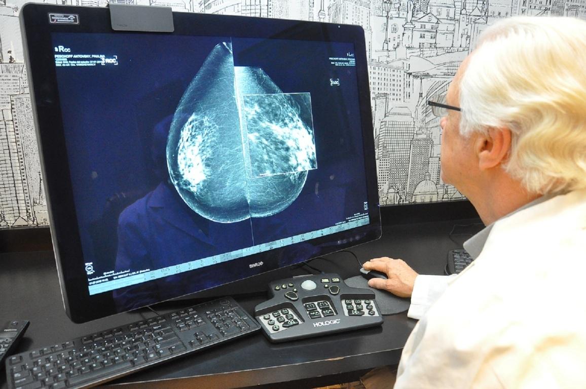 Mamografías regulares para prevenir el cáncer de mama.