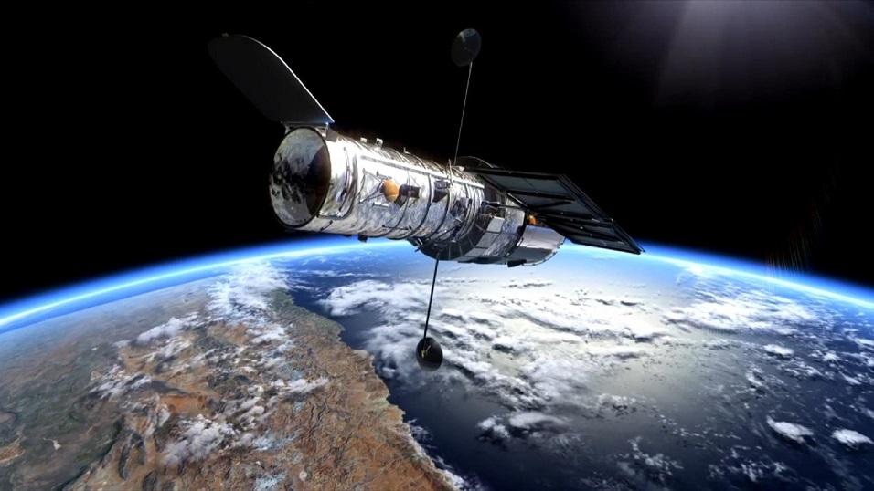 El telescopio Hubble orbita alrededor de la Tierra a unos 550 kilómetros de altura.